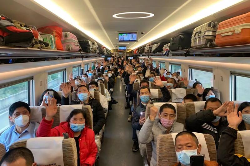 岳阳发出首趟复工高铁专列,555人奔赴深圳东莞