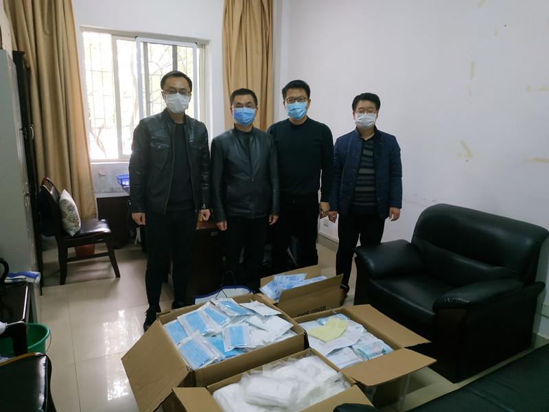 """共同战""""疫""""丨暖心!捐赠近两万只口罩,校企携手共克时艰"""