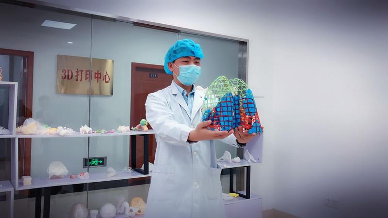 """共同战""""疫""""丨指导临床治疗,3D打印出湖南首例新冠肺炎模型"""