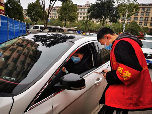 """长沙县:""""红马甲""""妆成社区战疫最美风景线"""
