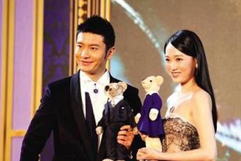 黄晓明发员工100万年终奖 成龙自称是半个韩国人