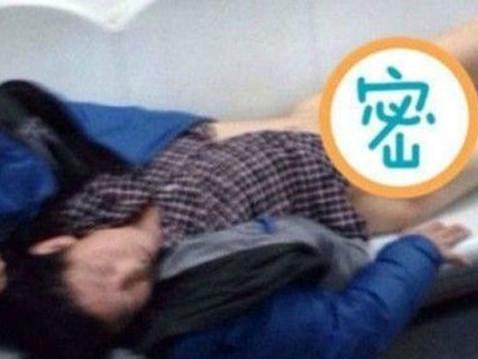 醉汉地铁裸睡不仅仅是一个酒鬼的反面教材