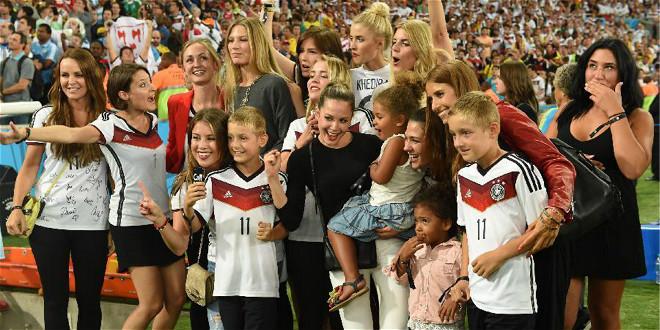 德国队太太团赛后疯狂庆祝