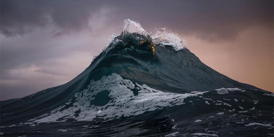 澳大利亚色盲摄影师拍摄海中巨浪