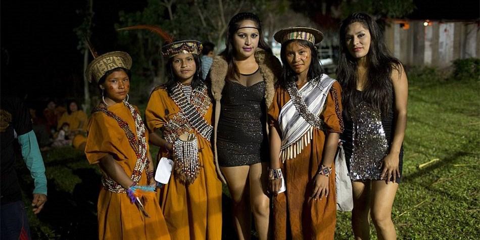 亚马逊雨林中的部落选美画面