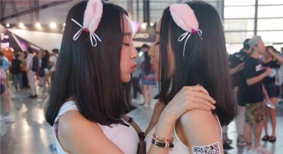 ChinaJoy禁胸令香艳度大减 美女靠脸抢镜