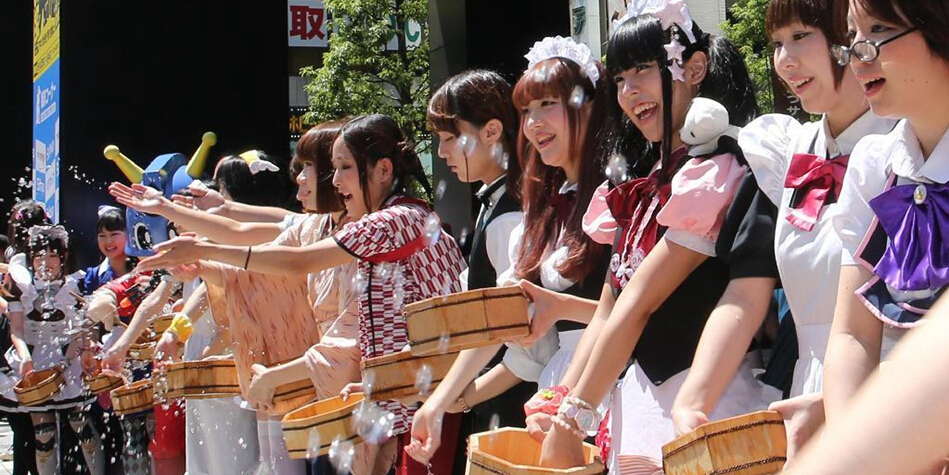 2015萌妹女仆泼水节在东京举办