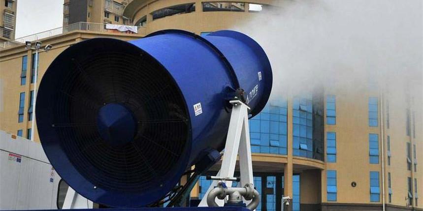 """湖南长沙""""雾炮车""""抗霾 1.5小时喷洒9吨水"""