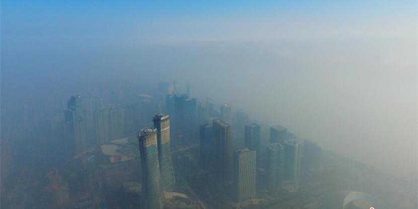 航拍器下的杭州 雾霾之上见蓝天