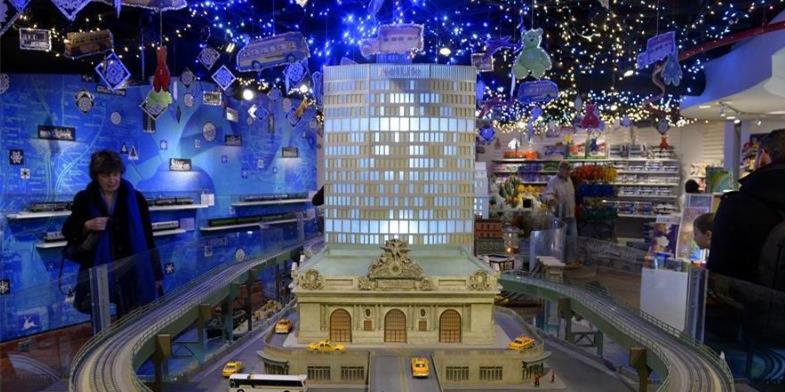 纽约中央车站举办圣诞季火车模型秀