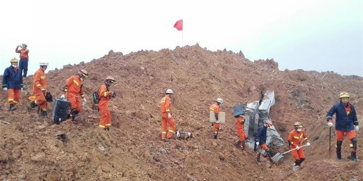 深圳滑坡事故直击:发现有生命迹象便插红旗