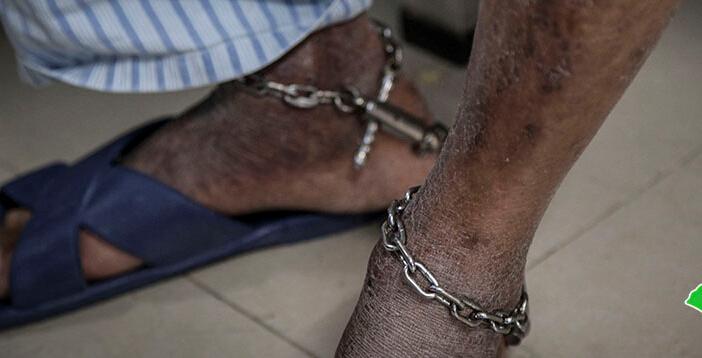 实探戒毒医院:病人带脚镣接受治疗 部分患艾滋病肺结核