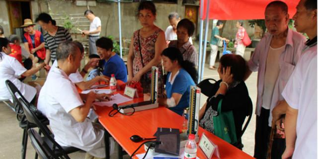 长沙金润中医医院与树木岭社区联合开展义诊活动