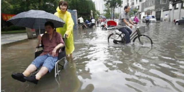 雨水有多种致病菌 赤脚趟水当心病从脚入