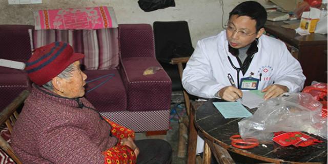湘乡开展贫困人口大病救治活动 专家上门提供救治服务