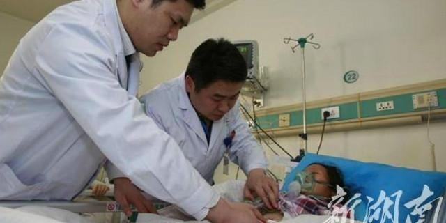 身体桶状畸形 结石困扰20年 医院为其免费取石百余颗