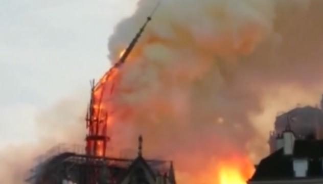巴黎圣母院遭遇火灾 顶部塔尖已倒塌