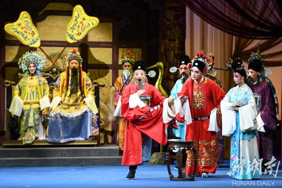 院校合作复排经典花鼓戏《喜脉案》 新湖南www.hunanabc.com