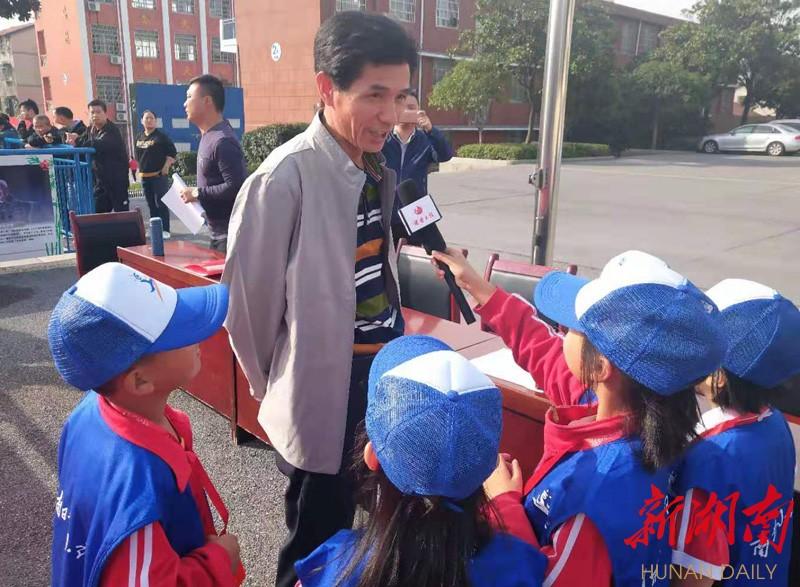 岳阳市岳阳楼区枫树小学召开趣味运动会 新湖南www.hunanabc.com