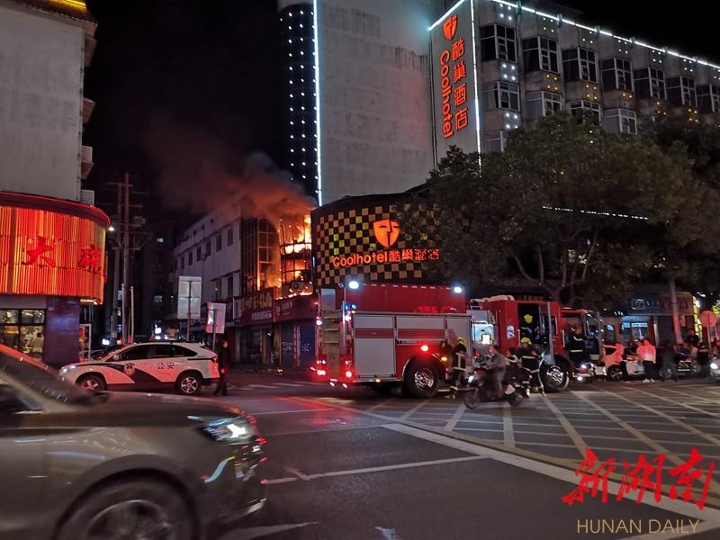 目击者|突发!长沙岳麓区新民路一店铺起火 新湖南www.hunanabc.com