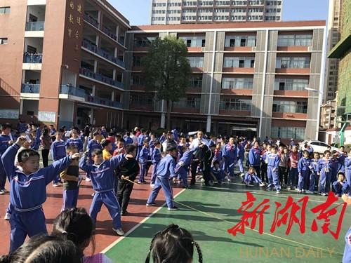 醴陵市实验小学:纸飞机掷远挑战赛热闹开启 新湖南www.hunanabc.com