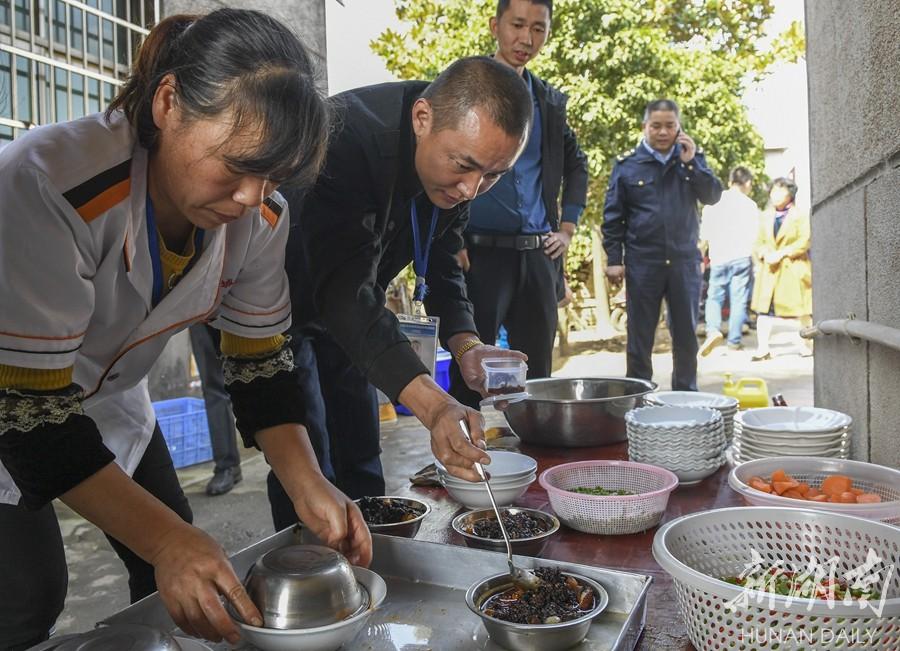 """""""阳光厨房""""守护食品安全 新湖南www.hunanabc.com"""