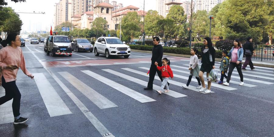长沙:排队礼让成风景
