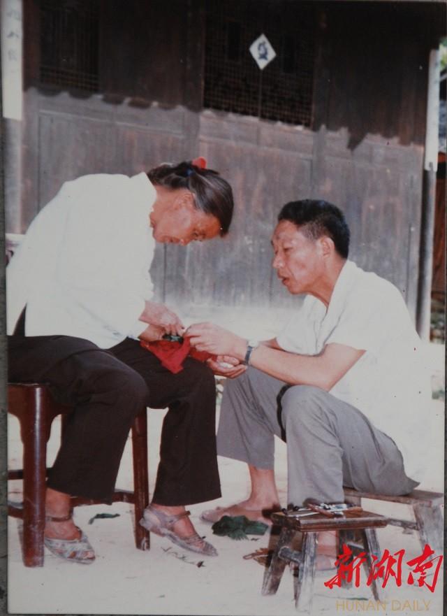 """杨文钦、扎西志玛夫妇:""""侗乡大医"""" 新湖南www.hunanabc.com"""