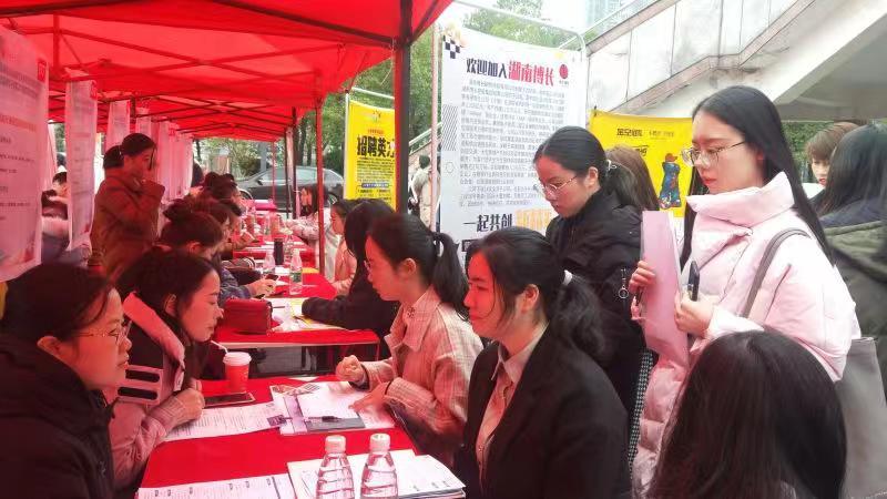 近五年湖南高校女生就业俏过男生,她们的优势在哪儿 新湖南www.hunanabc.com