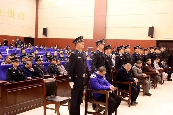 湖南公布十大黑惡犯罪典型案例 兩年來一審審結涉黑案件1413件