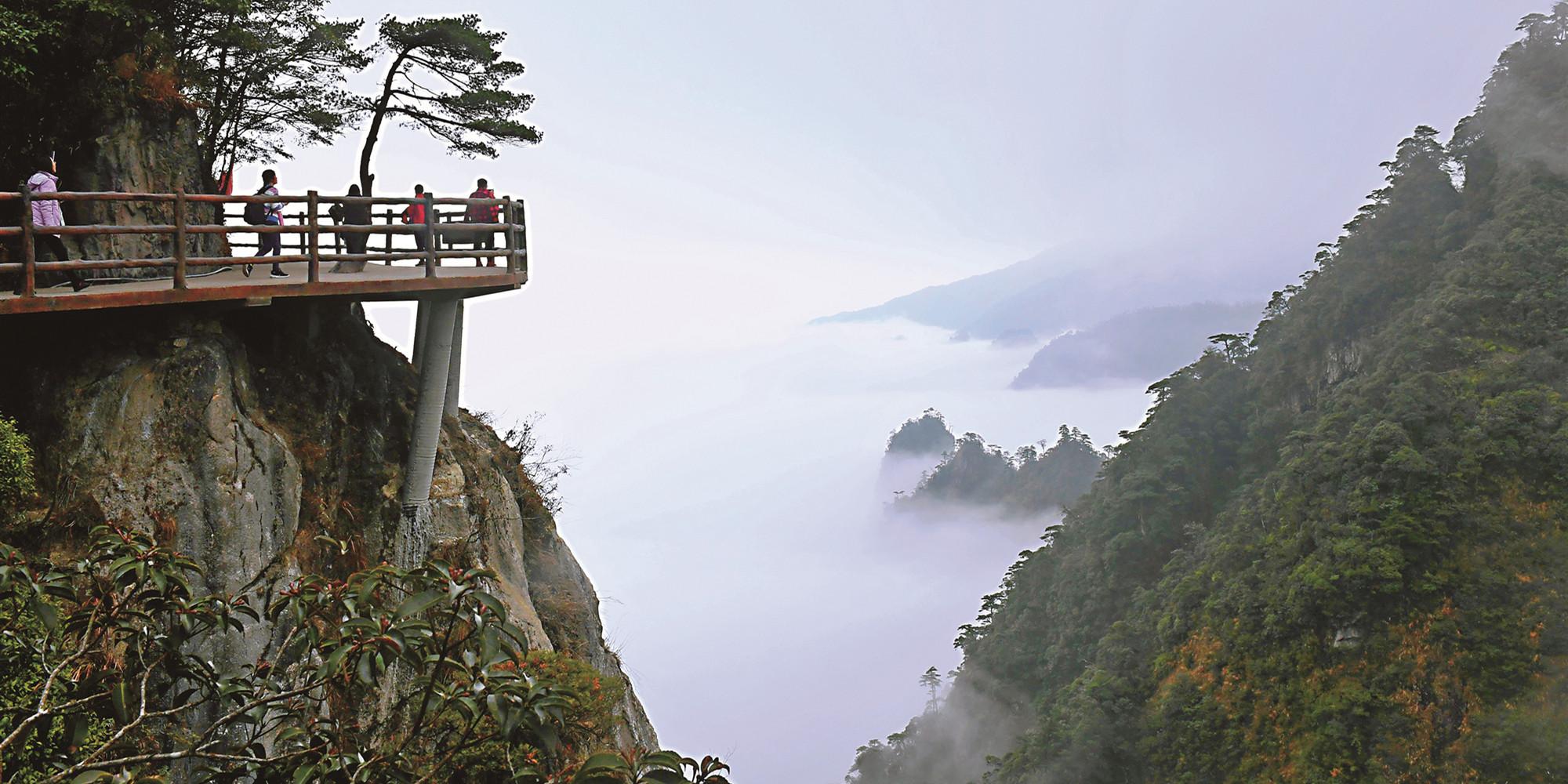 云雾缭绕五指峰