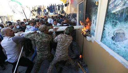 美国驻伊拉克大使馆被冲击 美国:立即增兵