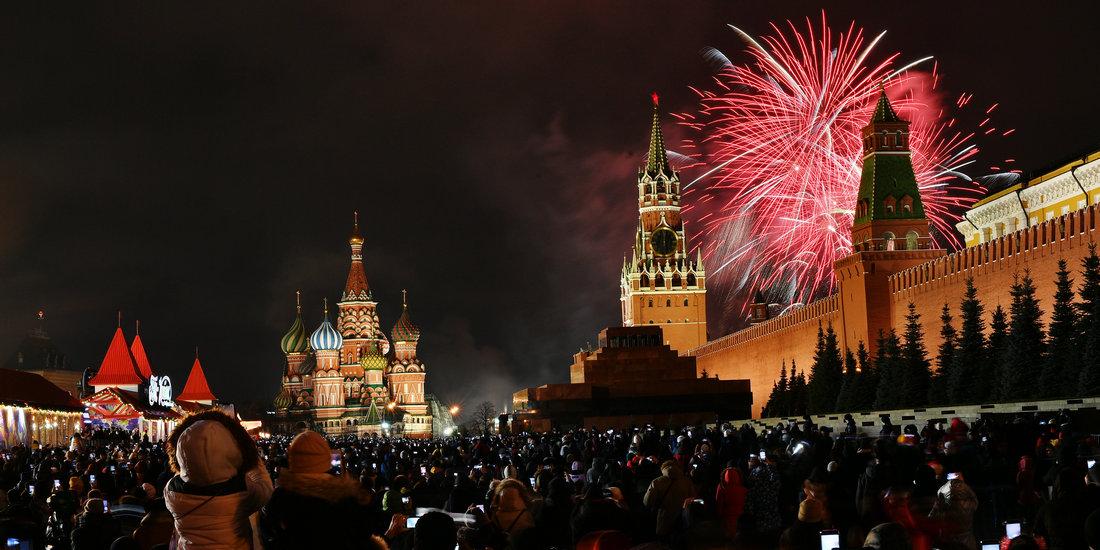 莫斯科红场举行新年烟花表演