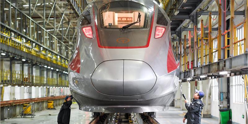 """春运期间长沙高铁增开17对""""红眼高铁"""""""