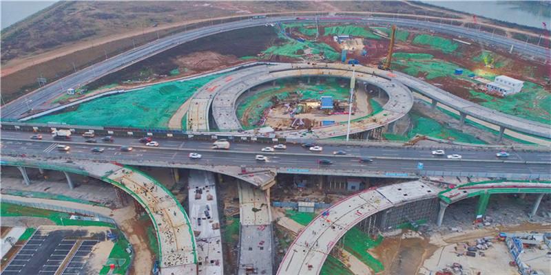 长沙东二环鸭子铺立交桥主体贯通