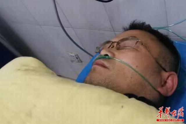 张家界交警李铁连续执勤60小时累倒在疫情防控一线