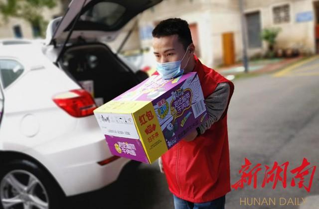 短视频|无手志愿者罗小小:筹集口罩20万余个,脚趾画出500幅宣传单 新湖南www.hunanabc.com