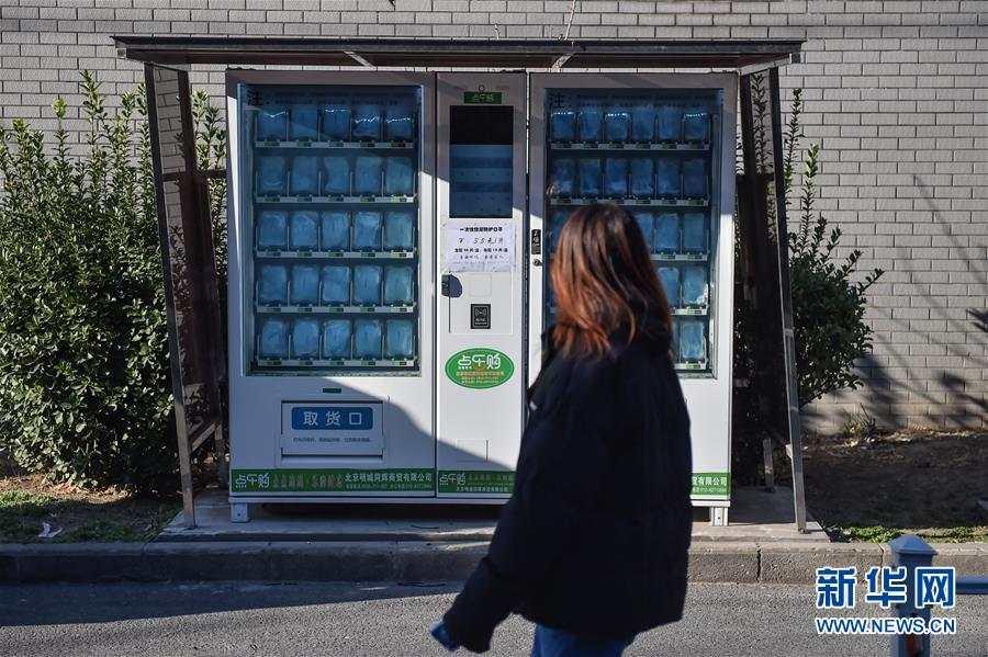 """3块5一件:自动售货机""""改行""""卖口罩 新湖南www.hunanabc.com"""