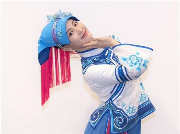 变!变!变!这个舞蹈演员在《大地颂歌》里变了五个造型